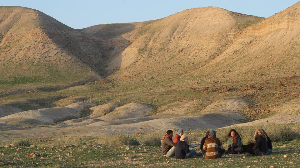 circle-in-desert-hills
